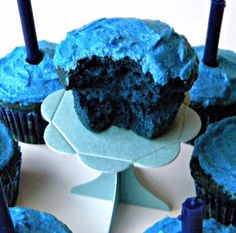 Blue Velvet Hanukkah Menorah Cupcakes | #hanukkah #chanukkah #food #dessert #holiday #party