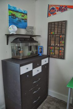 Glittered Barn LLC: Boys room to grow in. great ideas for a modern boys room to grow in!! D Ont know what to do with your child's Lego men, gogos or other collectables? great ideas here!