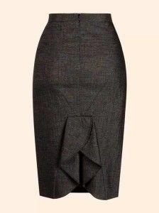 Modelagem com saia lápis com detalhe do 38 ao 54