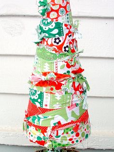 Another cute and easy way to make a Christmas tree. #christmas #tree #craft #diy #create #decor #holidays