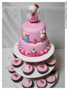 Hello Kitty (Cake and cupcakes / Bolo e Cupcakes) by Dragonfly Doces, via Flickr