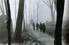 liquidnight:    Édouard Boubat  Nepal, 1974  From Édouard Boubat: A Gentle Eye