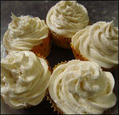 White Chocolate Cupcakes with White Chocolate Filling