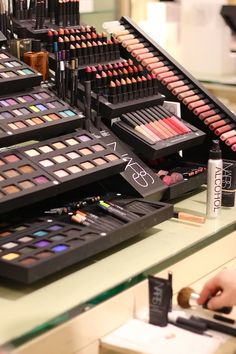 NARS Make-Up  If I could get it This Kit Would Be Awesome.