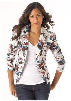 Basiquinha, com um toque a mais dado pelo blazer floral.