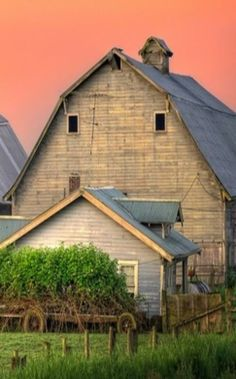 Awesome Sky Color Over The Barn