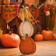 Triple Pumpkin Stack Easel