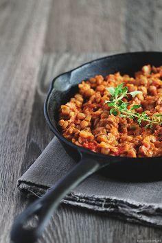 Mancare rapida si delicioasa de linte cu rosii proaspete -- Quick and delicious lentil dish with fresh tomatoes (use Google Translator)