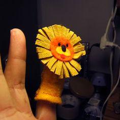Felt lion finger puppet