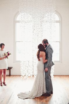 We love this white paper backdrop on the happy couple!   Style Me Pretty