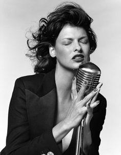 Bruce Weber : Linda Evangelista and mic