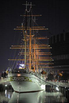 sailing boat the old way
