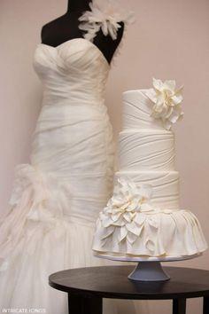 www.weddbook.com everything about wedding ♥ Cake matches to dress hallelujah #weddbook #wedding #cake #yummy