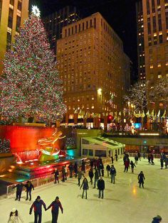 ♥ Christmas in New York - Rockefeller Center skating rink and the Great Tree ... NYC is so wonderful during the season ... a real bucket list trip for the romantic and lover of Christmas!