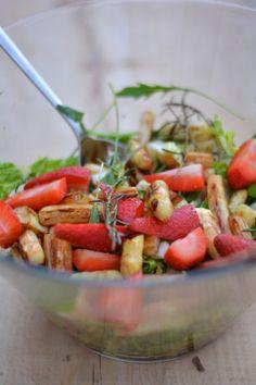 [schmeckt wohl.]: Spargelsalat mit Erdbeeren und Rucola