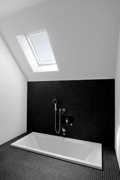 modern house design, apart design, bathtub, modern interior design, design interiors, bathroom designs, white bathrooms, bath in the floor, home interior design