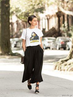 Lisa Mayrock, Clinton Hill NY, black culottes, espadrilles, white t shirt / Garance Doré