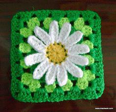 Crochet daisy granny square tutorial