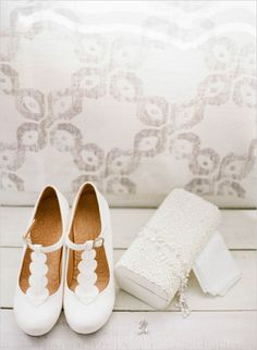 white wedding shoes #bride #weddingshoes #weddingchicks http://www.weddingchicks.com/2014/02/28/green-garden-wedding/