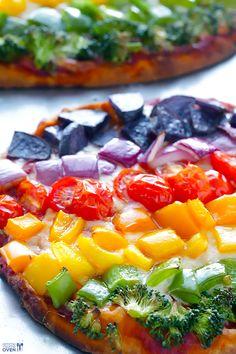 Rainbow Veggie Flatbread Pizza - quick, healthier, and SO tasty! | http://gimmesomeoven.com