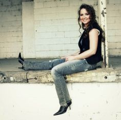Ep#187 - Reagan Boggs - Reagan Boggs plays 3 tracks from Quicksand and talks about writing songs about tough ladies and the value of simple songs. Also on this episode, heartland rock & roll from Chuck Ragan, indie rock from Jonny Two Bags, southern rock from Jimbo Mathus, honky tonk from John Howie Jr., kudzu boogie from Turchi, newly released rockabilly from Johnny Cash, beautiful stringband music from The Henry Girls, and brand new soul music from St. Paul & The Broken Bones.
