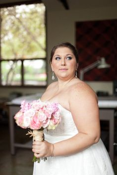 gorgeous Bride and her pretty pink bouquet  Photography by http://mustardseedphoto.com
