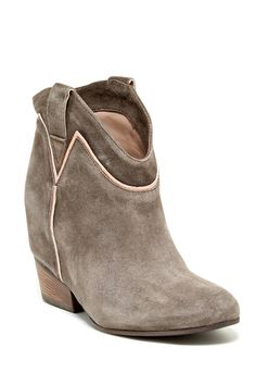 Janet & Janet River Suede Boot//