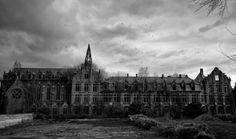 Castle of Mesen Belgium  #abandoned #castle #mesen #belgium belgium live, abandon castl, abandon beauti, mesen belgium, castles, castelo abandonado, abandonedp, abandon place, abandon ship