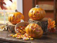 Looking for something fun to do with your kids this fall? Create these easy #pumpkin treat holders