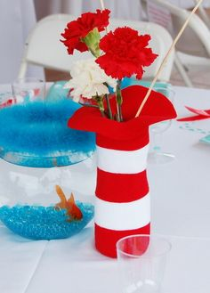 table decorations, birthday hats diy, birthday parties, cat and the hat birthday, hat party, cat in the hat centerpiece, birthday centerpieces, dr seuss, baby showers