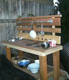 Make this little cute outdoor play kitchen!