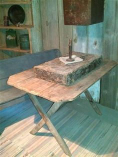 Early N.E. sawbuck table