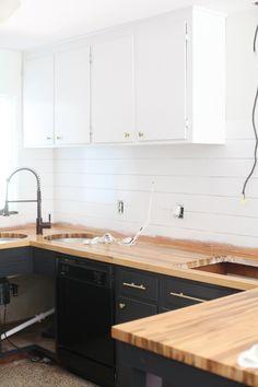 Refinishing Kitchen Cabinets - http://www.decoratingo.com/refinishing-kitchen-cabinets/ #InteriorDesign
