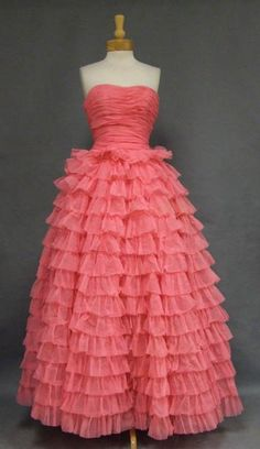 Vintage 1960s tiered gown #prom