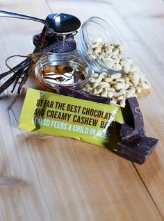 Healthy snack bars: NOURI Chocolate and Creamy Cashew bar. Love that they support a great cause too (and not just our sweet tooth).