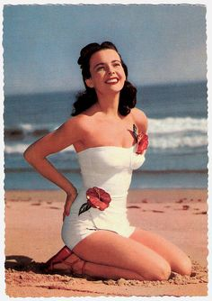 A dimensional hibiscus 1950s strapless swimsuit. Total swoon!!! #vintage #beach #summer #1950s #hibiscus #pinup