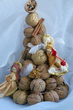 Adorable yet elegant holiday decoration made w/ walnuts! What are ur most creative decoration ideas? #treetues