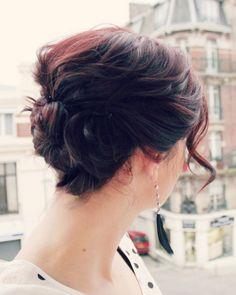Love this twisted updo for short hair// @Natasha C via @Alissa Circle