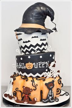 Whimsical Halloween Cake by Dream Day Cakes | TheCakeBlog.com