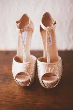 these #shoes that #sparkle total perfection Palm Springs Wedding from Laura Goldenberger Photography  Read more - http://www.stylemepretty.com/2013/10/25/palm-springs-wedding-from-laura-goldenberger-photography/