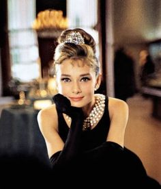 costum, pearl, breakfast at tiffanys, audrey hepburn, style icons