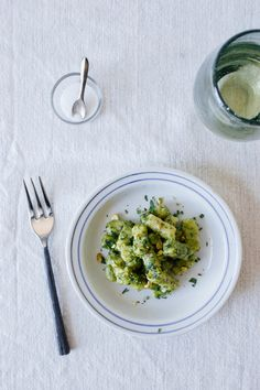 Toasted fennel-seed gnocchi w/ spinach + chive pesto | Dolly and Oatmeal (gluten + dairy free)