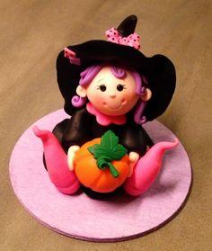 petite sorcière en porcelaine froide proposée en atelier au BHV du marais