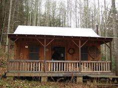Tiny cabin ideas on pinterest cabin plans hunting cabin for Hunting shack designs