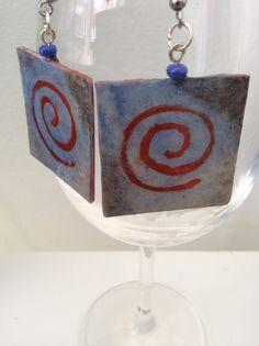 Pendientes azules con espiral pintados a mano en por Rominart, €5.00