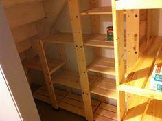 Как сделать полку под лестницей