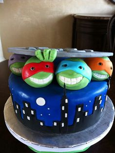 The Teenage Mutant Ninja Turtles Cake --- This WILL be Gavin's next cake! Ashley Van Lerberg I am going to need your cake lady's name!!! ;)
