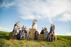 This would be a great grouping for a large family picture - Country Wedding Party Hay Bale Pictures