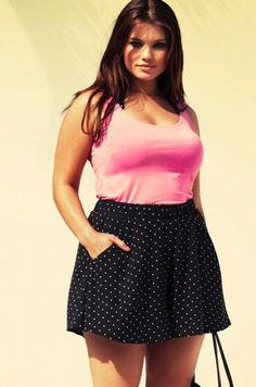 C-U-T-E plus size outfit, love it! Just needs to be a bit longer of a skirt for me lol
