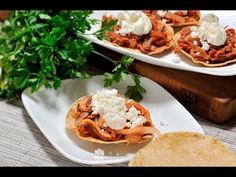 Tostadas de tinga de res. Deliciosa @receta mexicana, tan versátil que se puede servir como desayuno, @comida o @cena.